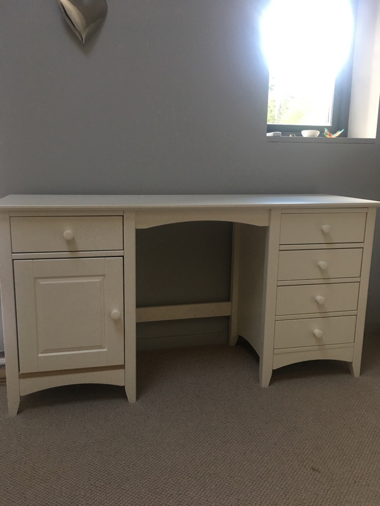 Off white dressing table