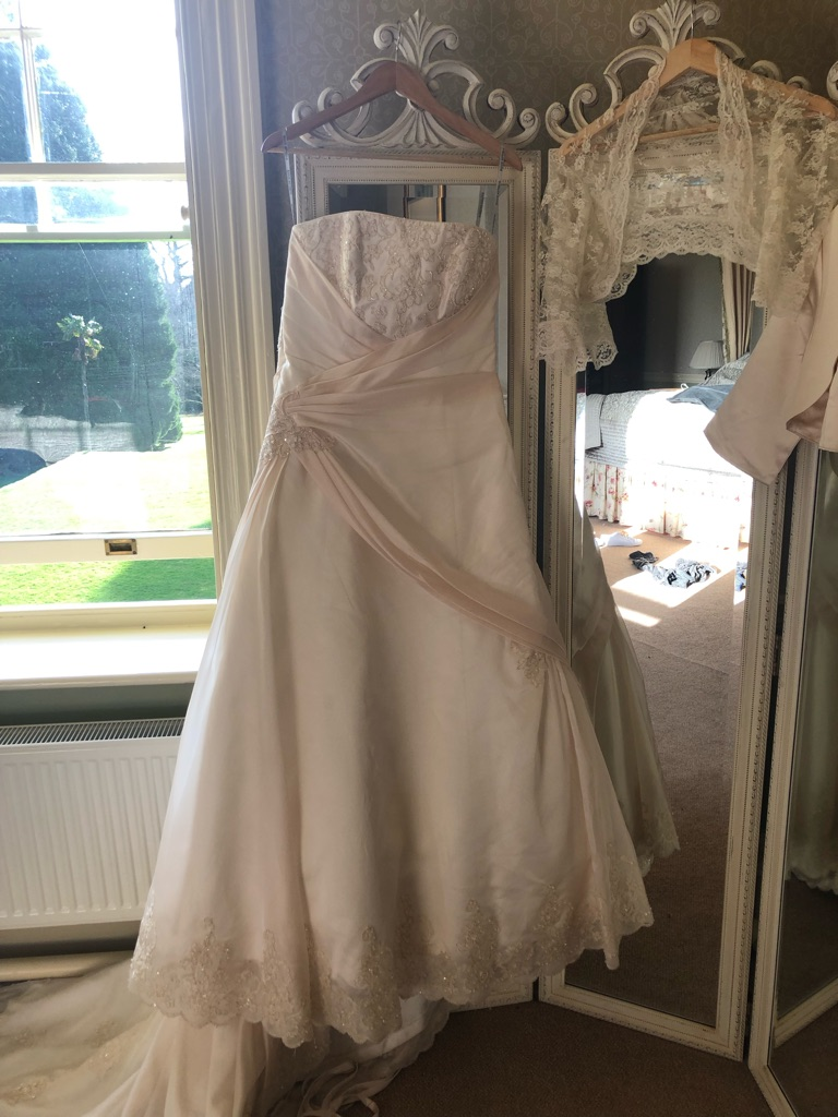 Maggie Soterro designer wedding dress size 14-16 corset back