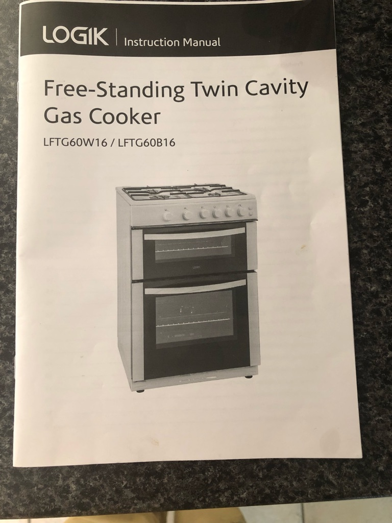 Free standing twin cavity gas cooker