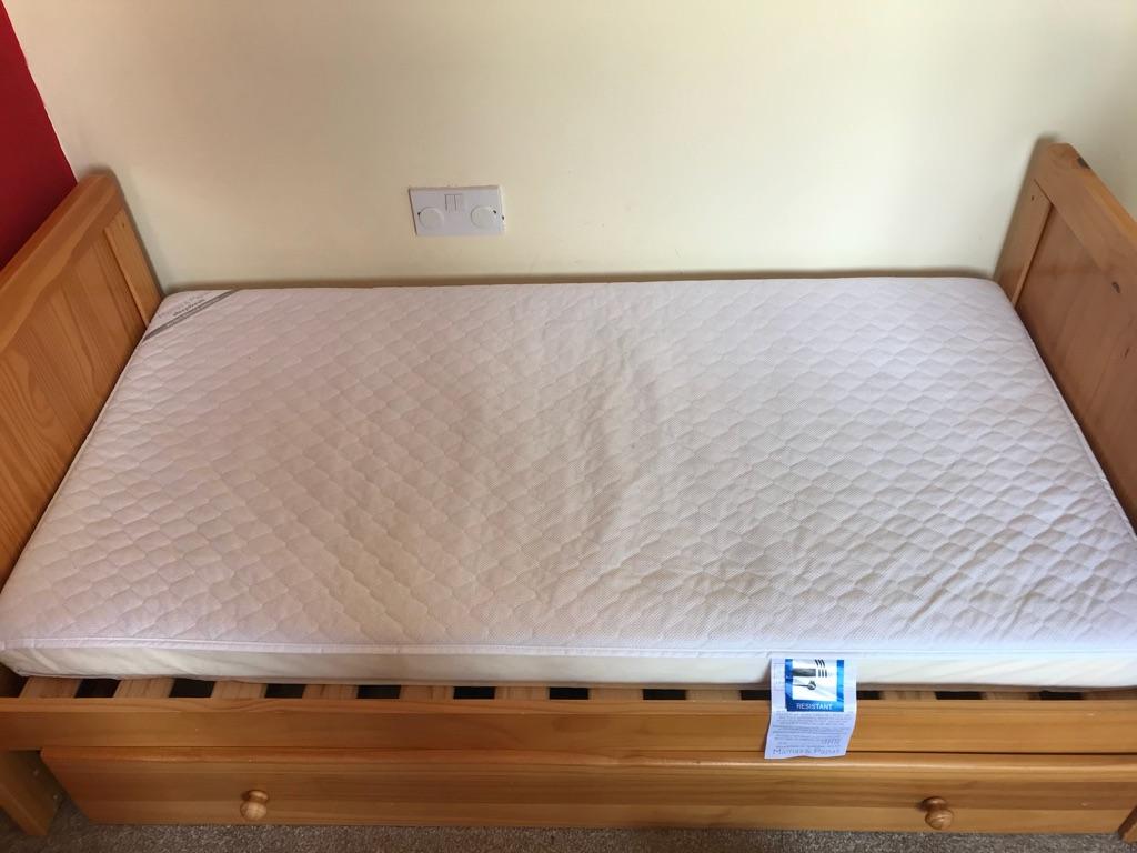 Mamas and papas sleepfresh mattress. Cot bed