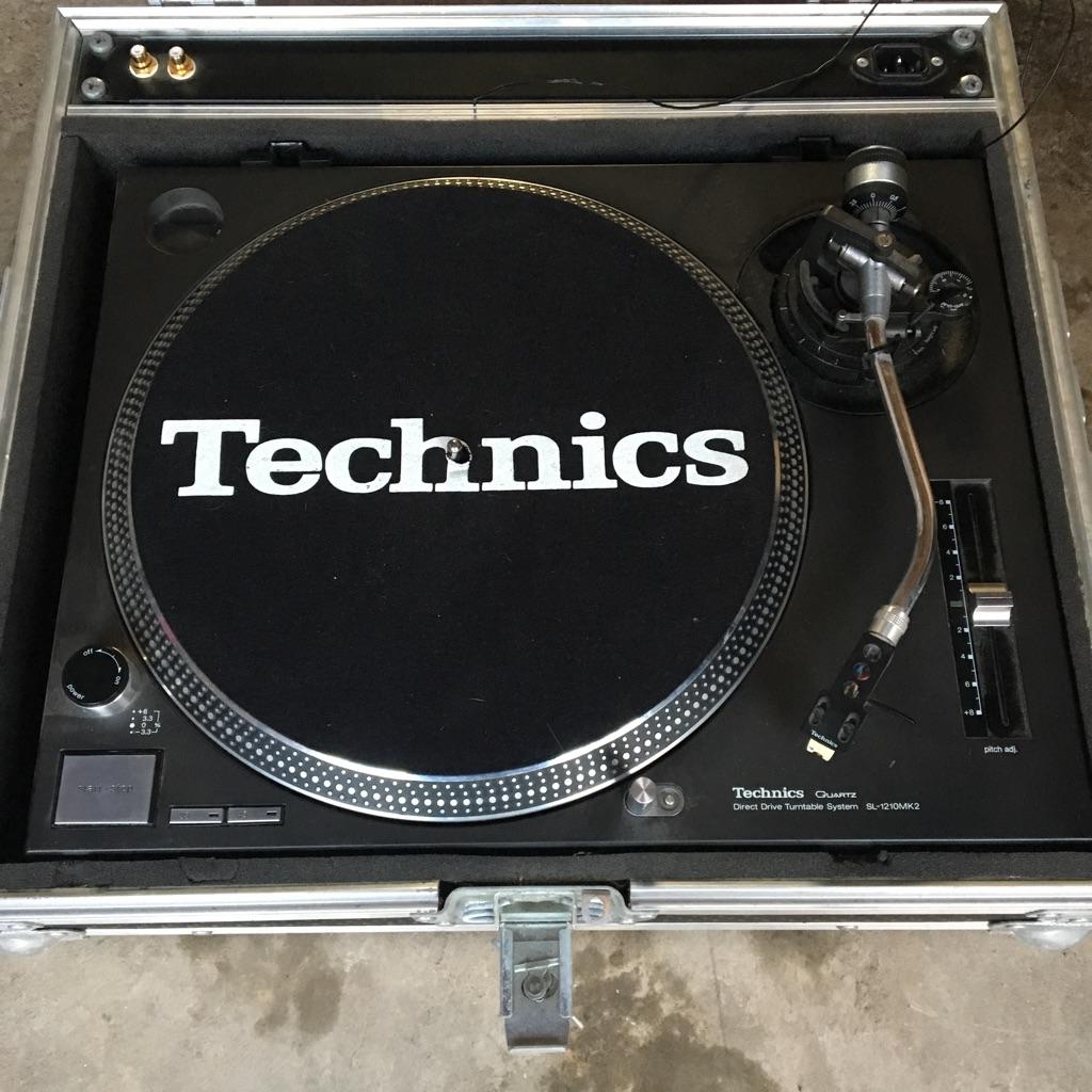Technics Quartz Direct Drive Turntables L-1210. Mark 2