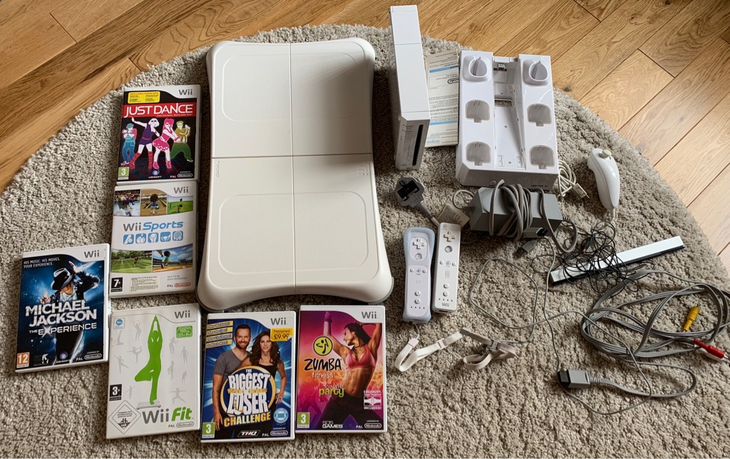 Wii console & wii fit board bundle with games and accessories