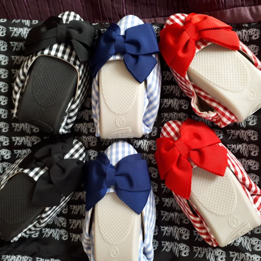 3 pairs of size 39(6) fold up shoes