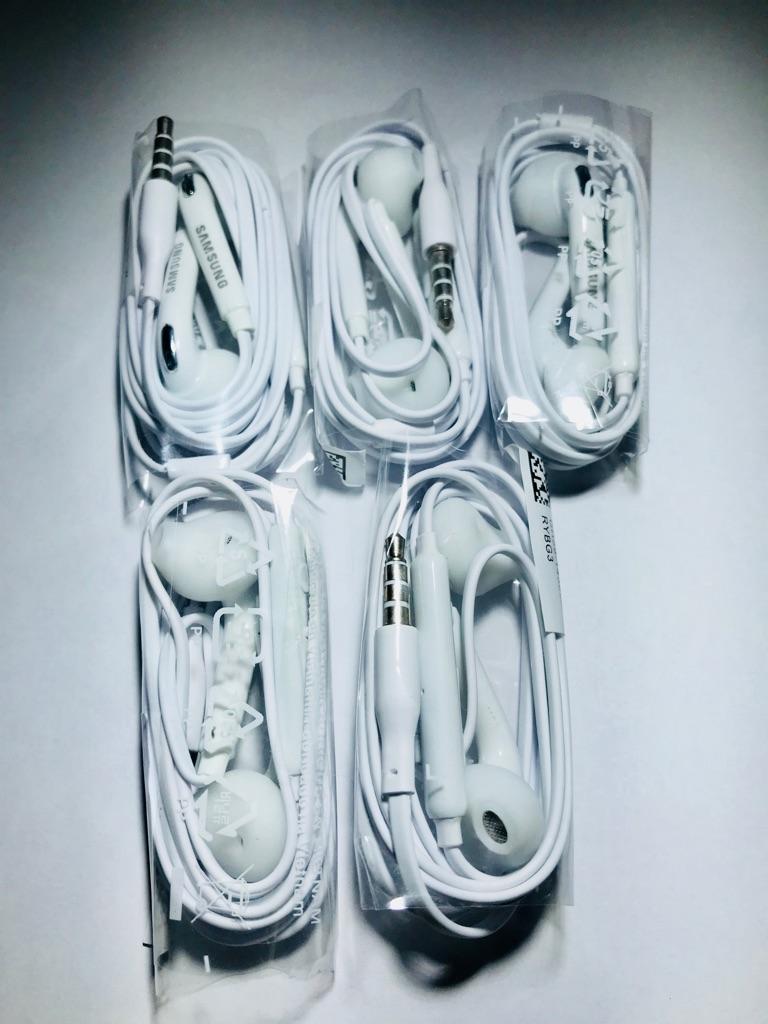 Samsung headphones 5for£10