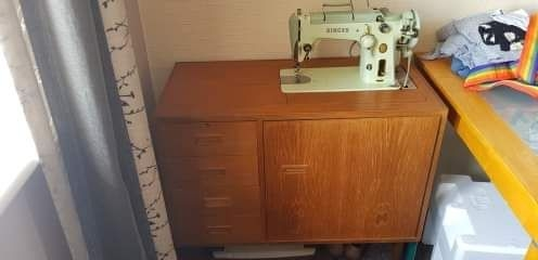 1960's singer sewing machine + table.