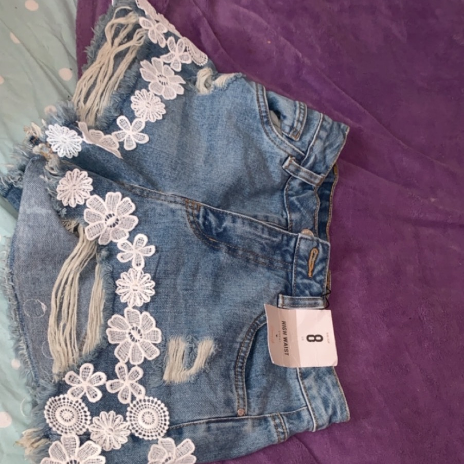 Denim flower detailed shorts