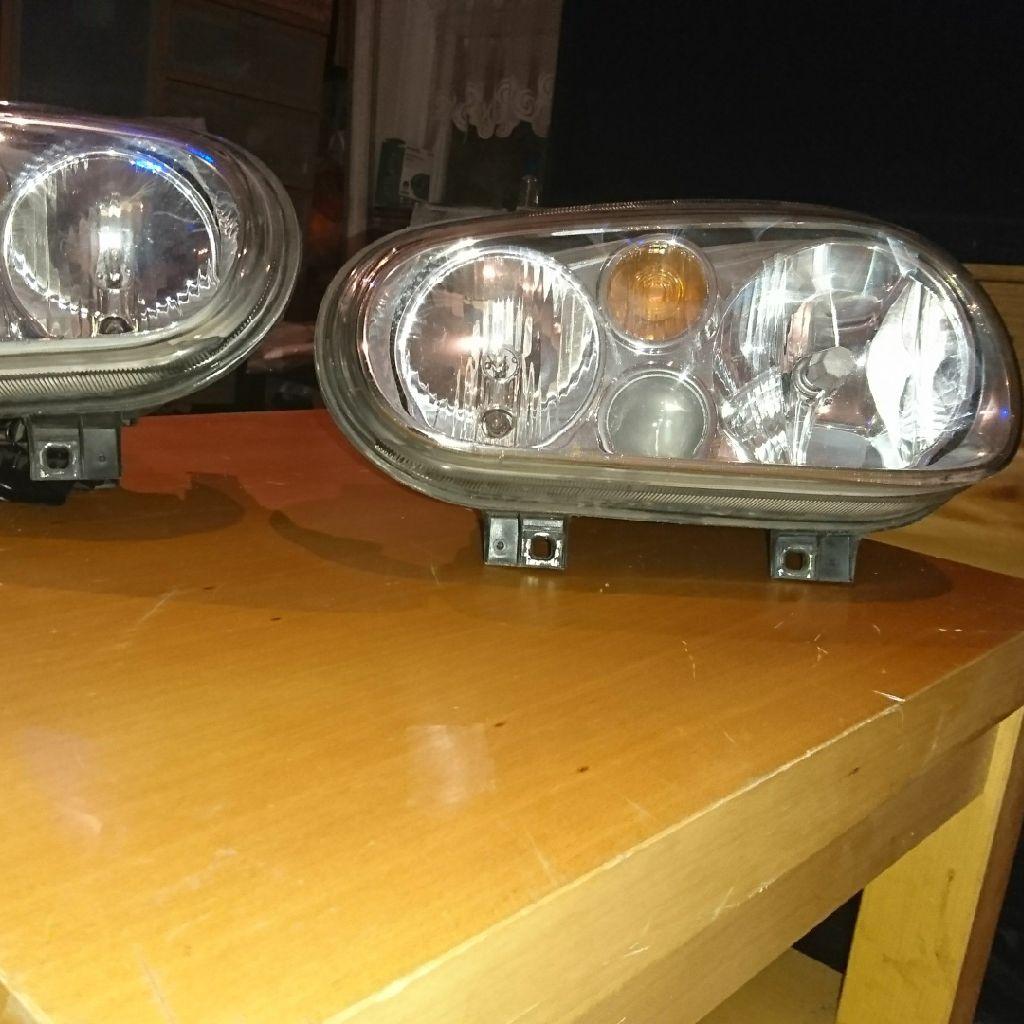 Pair of original Mk4 golf lights with fog