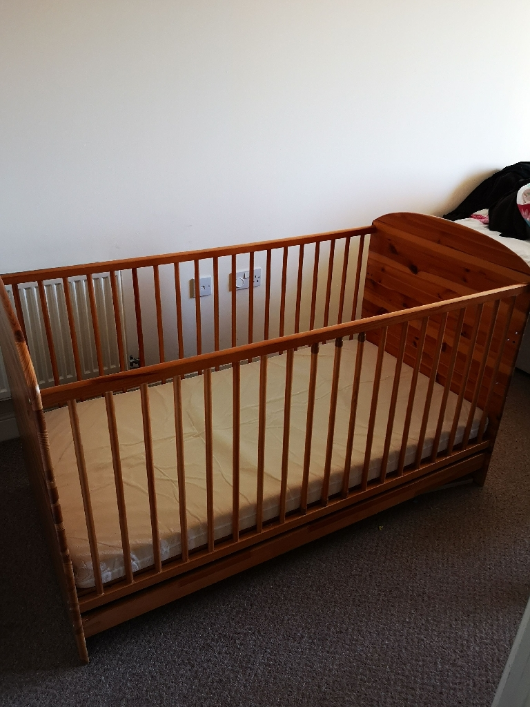 Baby Cot+mattress/ converts to junior bed