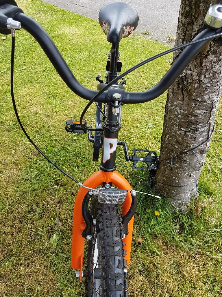 XT18 BOYS bike orange and black