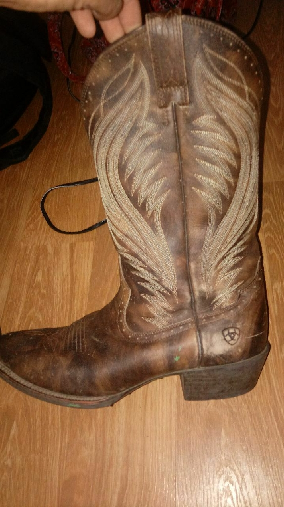 Size 12 Mens Ariat Leather boots