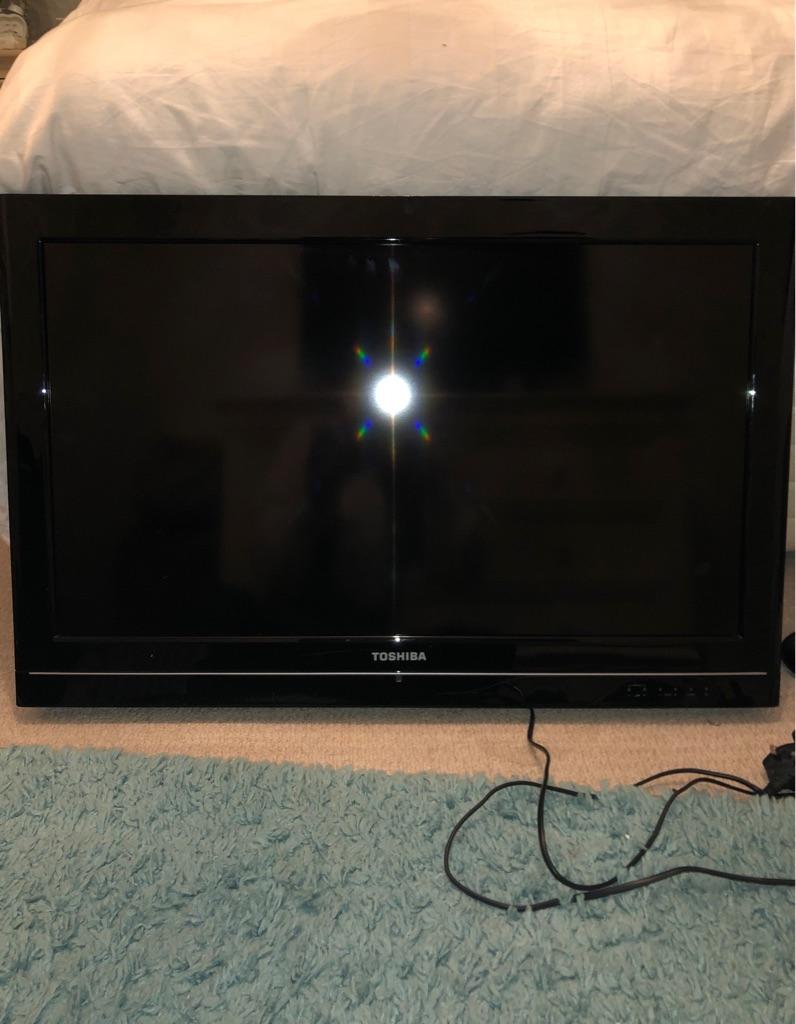 Toshiba TV - inc Stand & Wall Mount