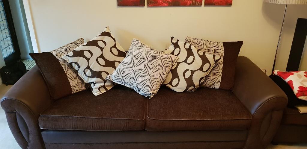4 seater sofa - quick sale needed