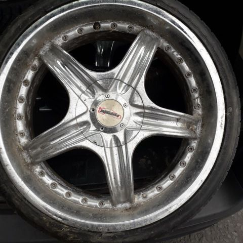 4 set of alloys in great condition fits any car