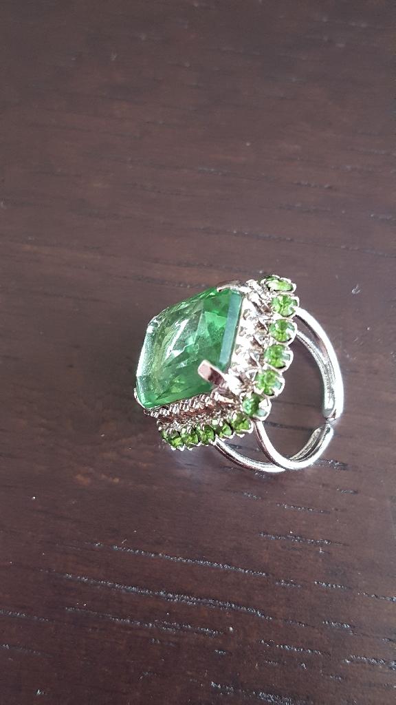 Silvertone green crystal ring