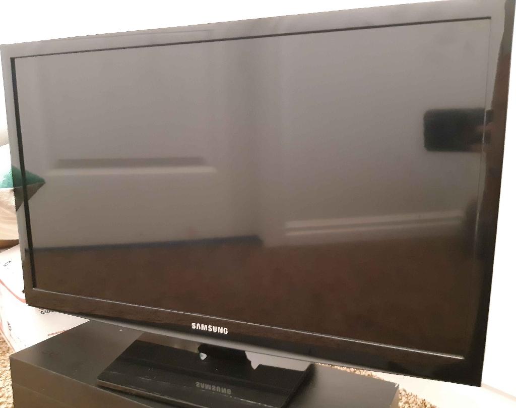 "24 "" Samsung Smart TV"