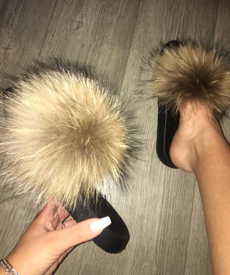 Women raccoon fur sliders
