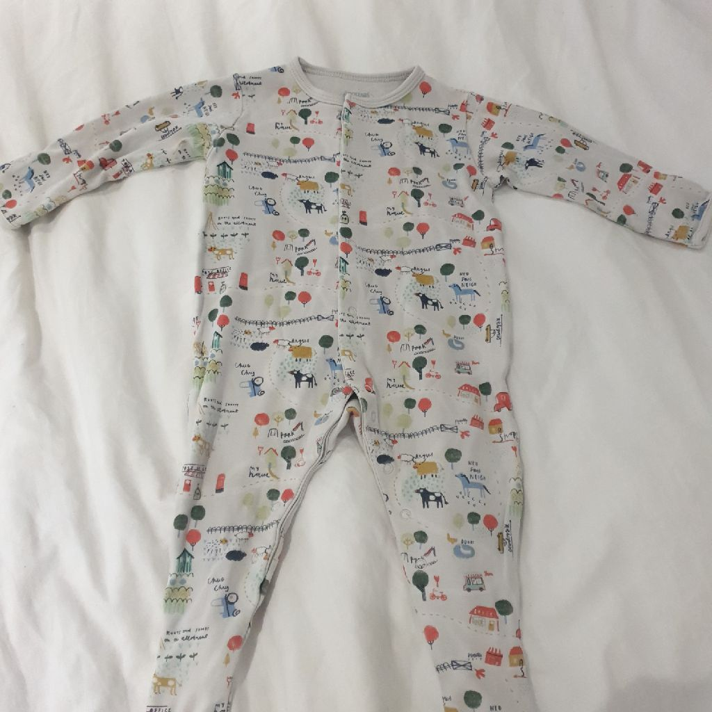 Baby grow 6-9 months