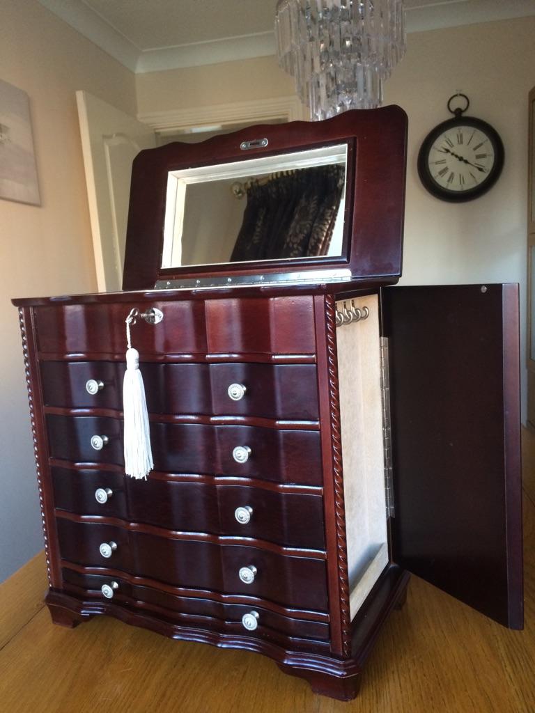 Classic mahogany jewellery chest