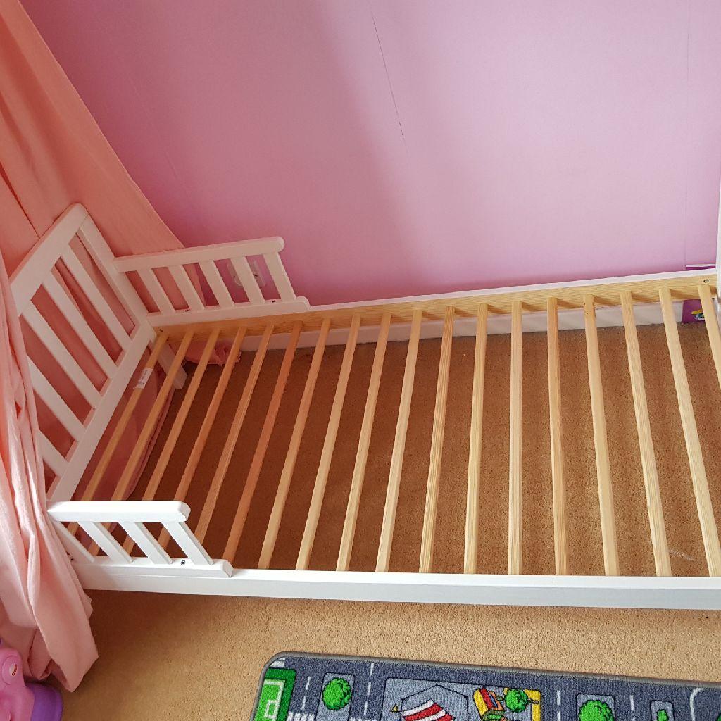Toddler bed £20