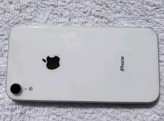 iPhone XR - 64GB (Unlocked)