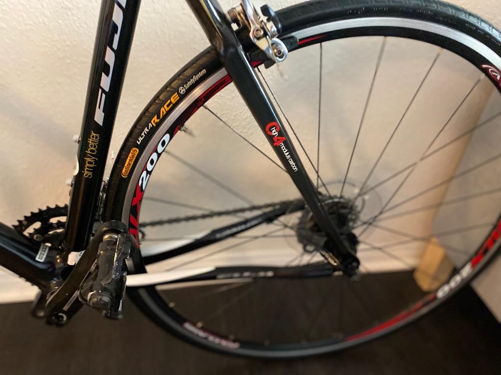 Bicycle Fuji full carbon fiber
