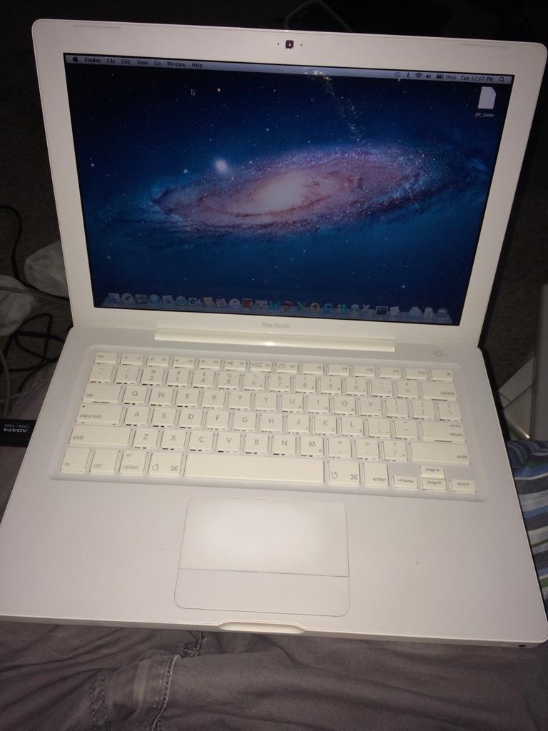 MacBook A1181 13.3 inches White