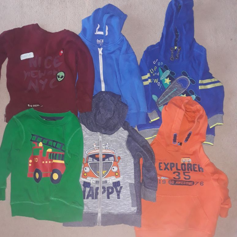 Boys 2 x jumpers and 4 x hoodies
