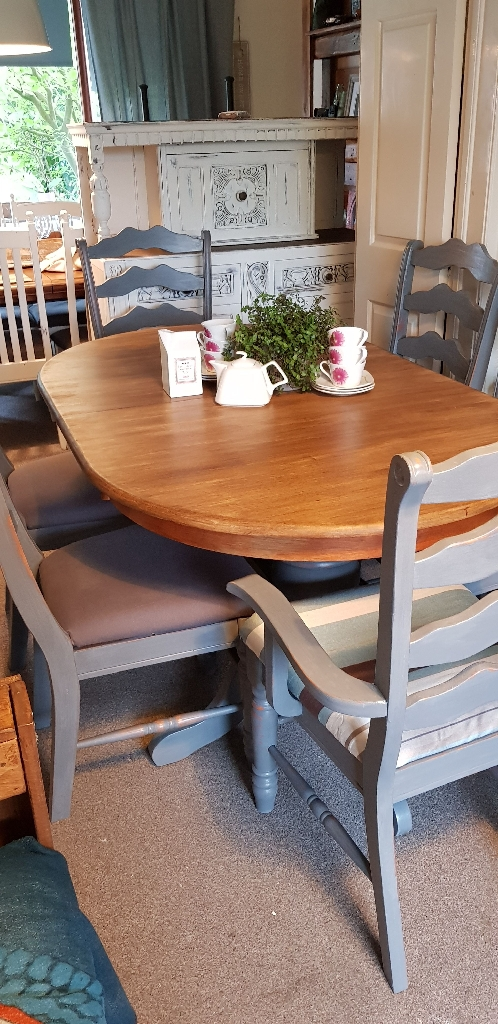 Extending farmhouse dining table with chairs