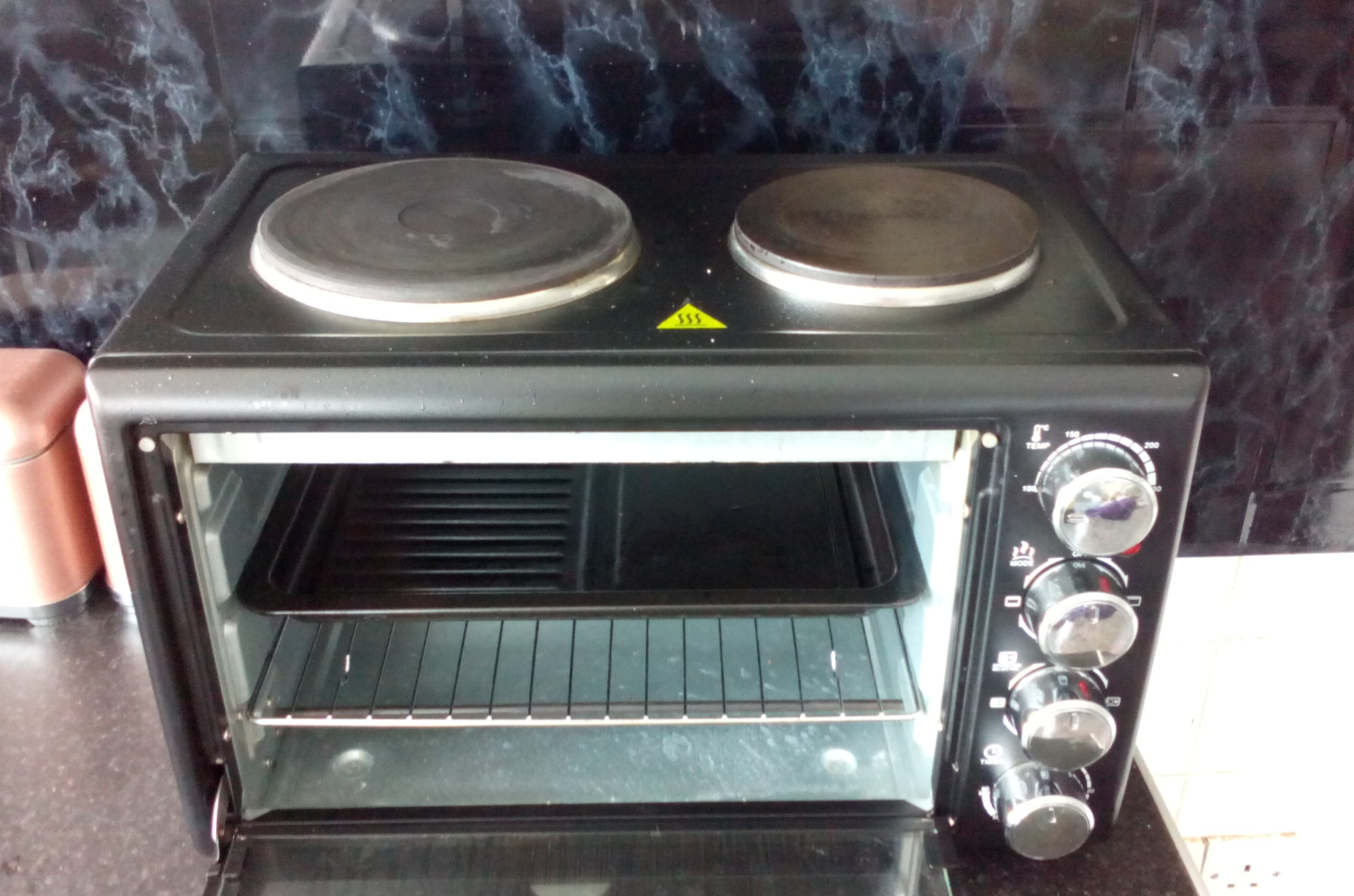 Salter compact oven with hobs