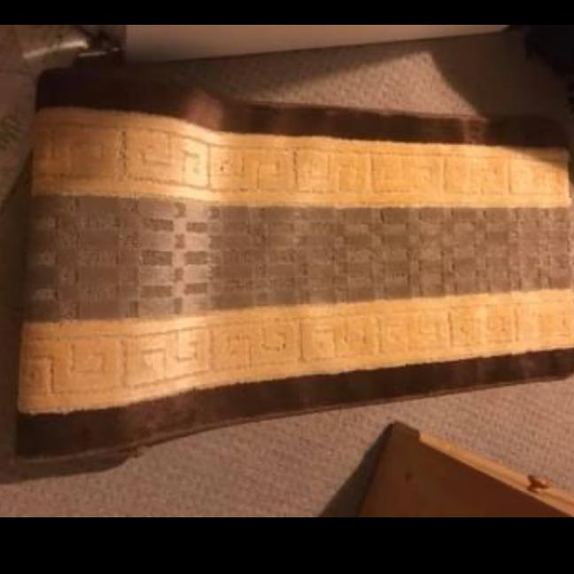 Brand new gold n brow runner rug