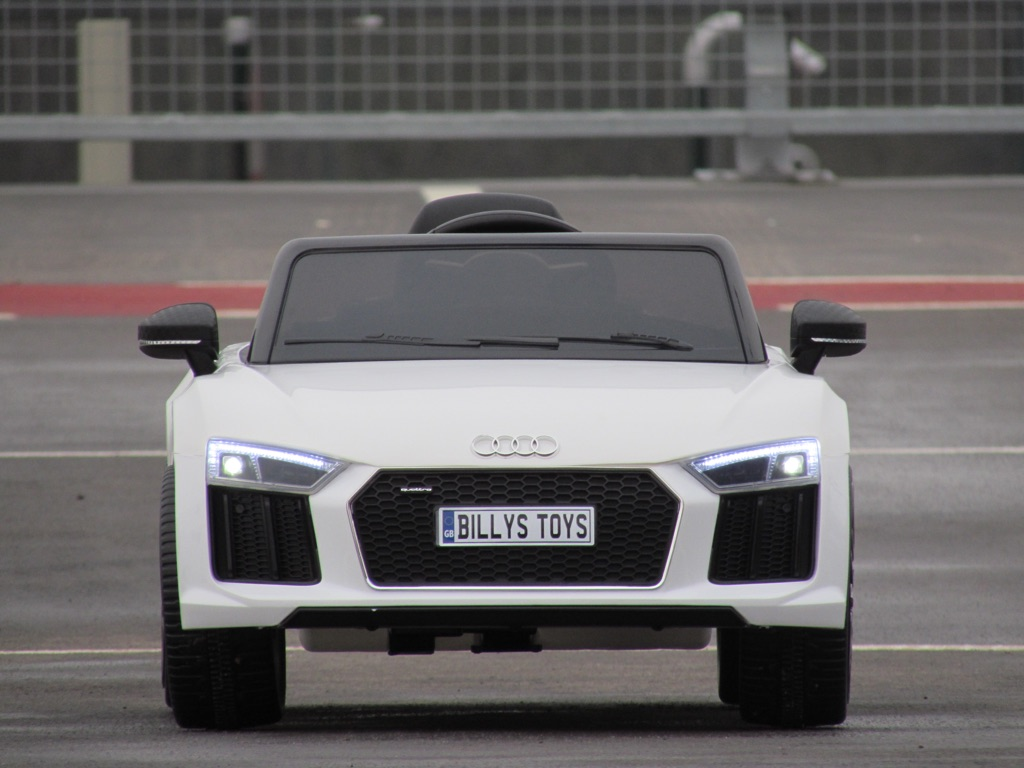 Audi R8 spyder licensed 12v ride on cars brand new
