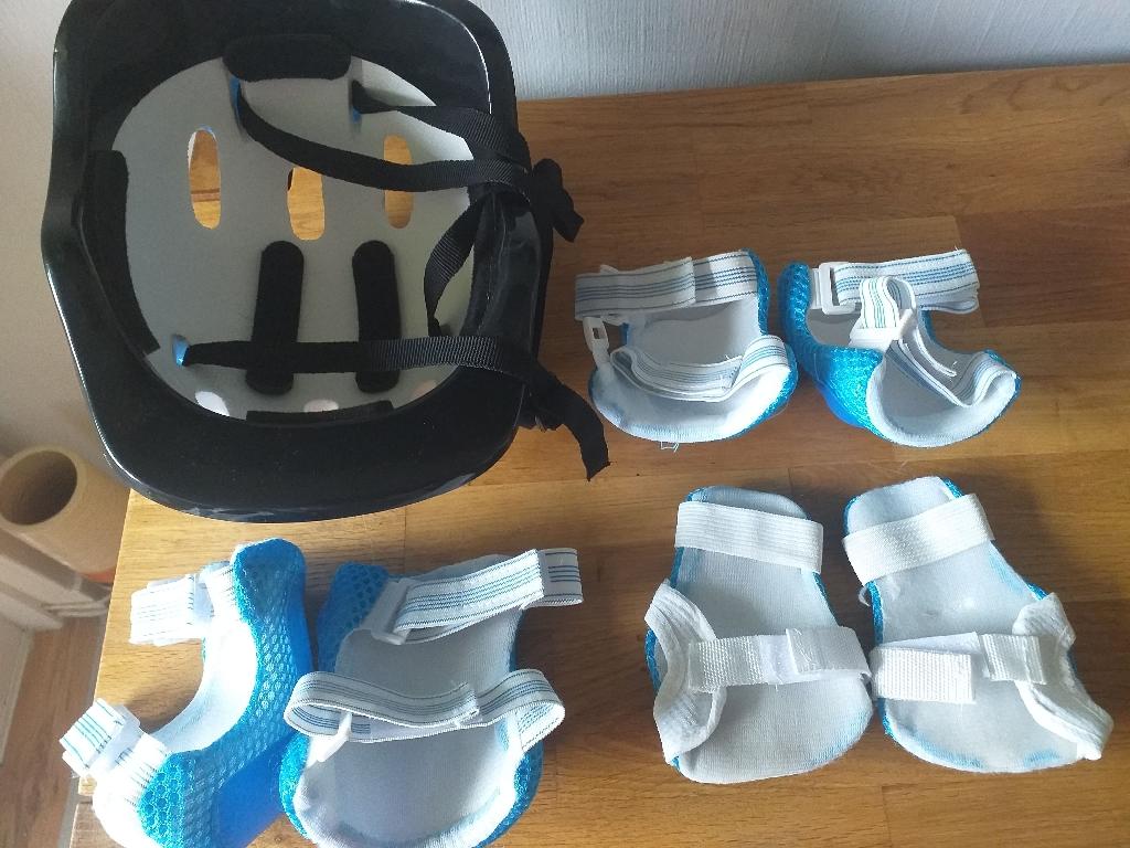 Kids Helmet and  6x pads. Used.