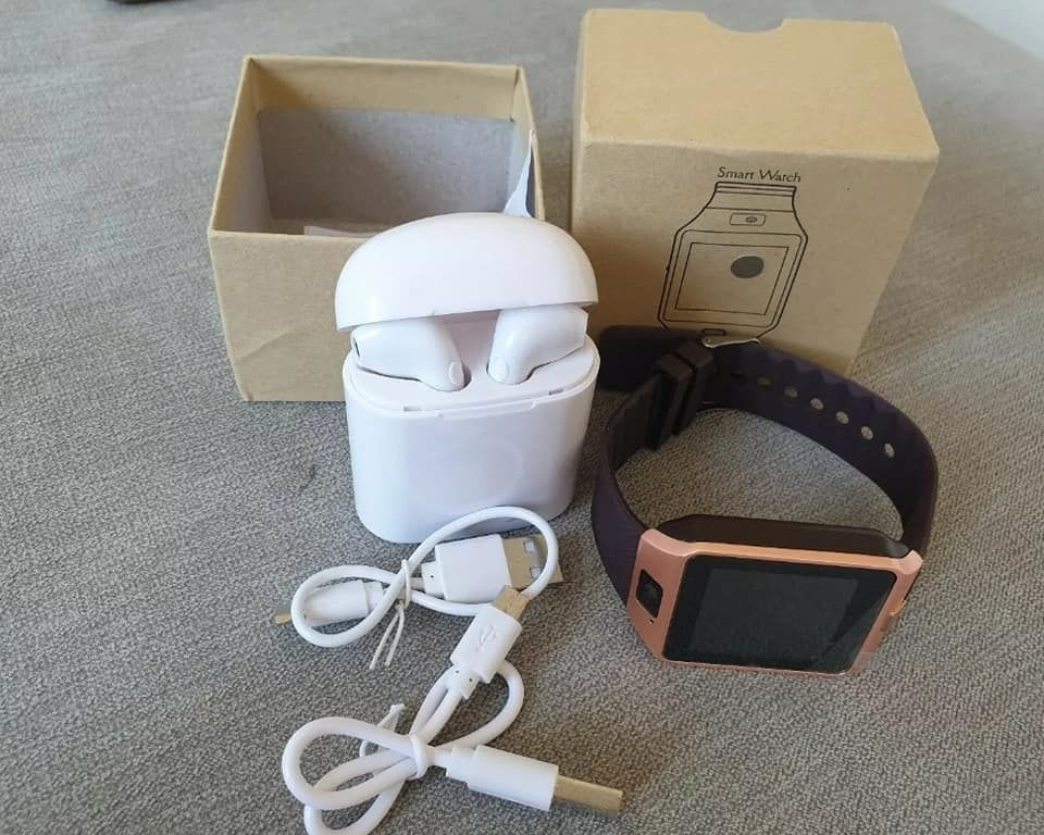 BRAND NEW Smart watch with wireless headphones and box ready to post