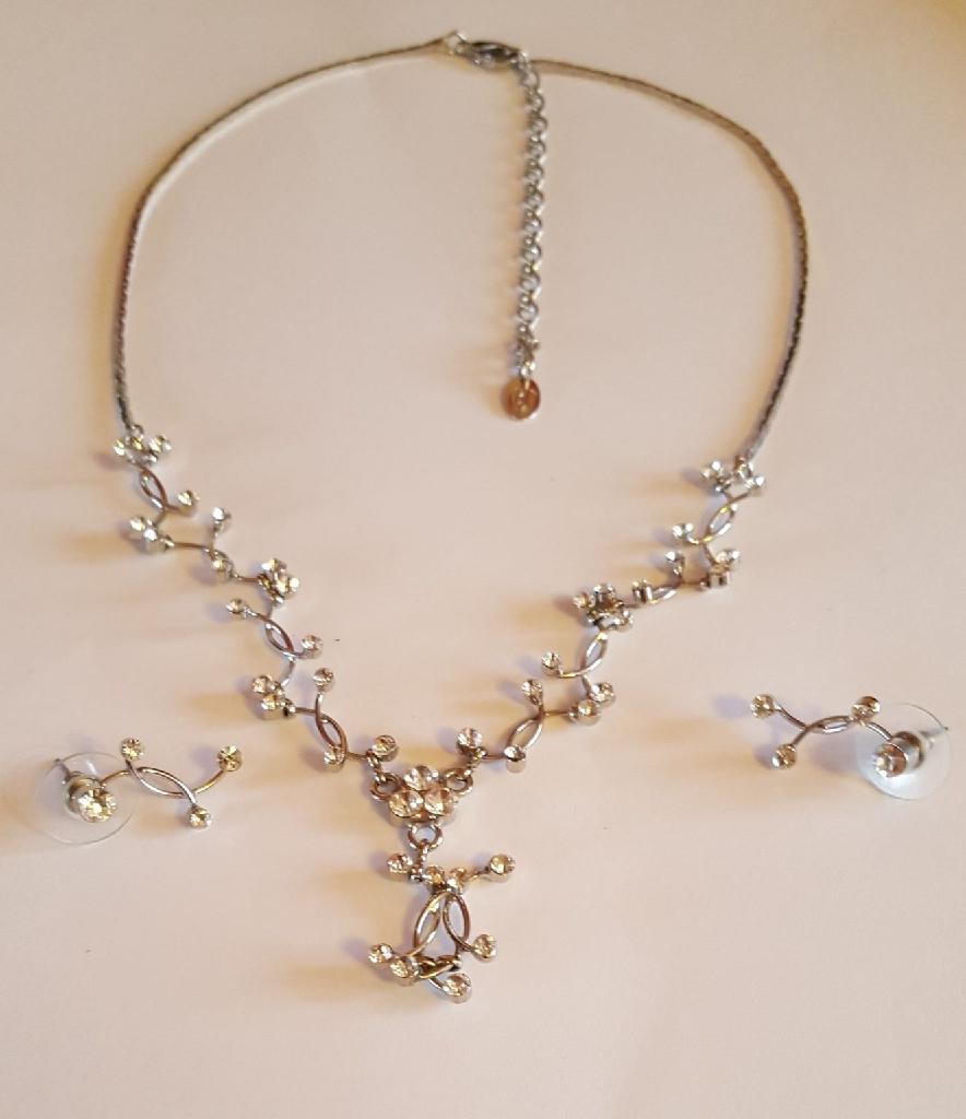 Fiorelli necklace set