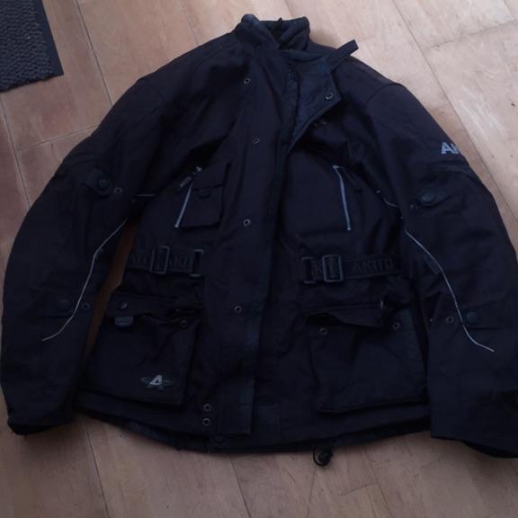 Akita bike jacket