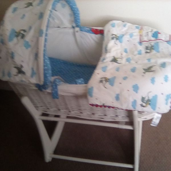 Moses basket and stand ( Brand new)