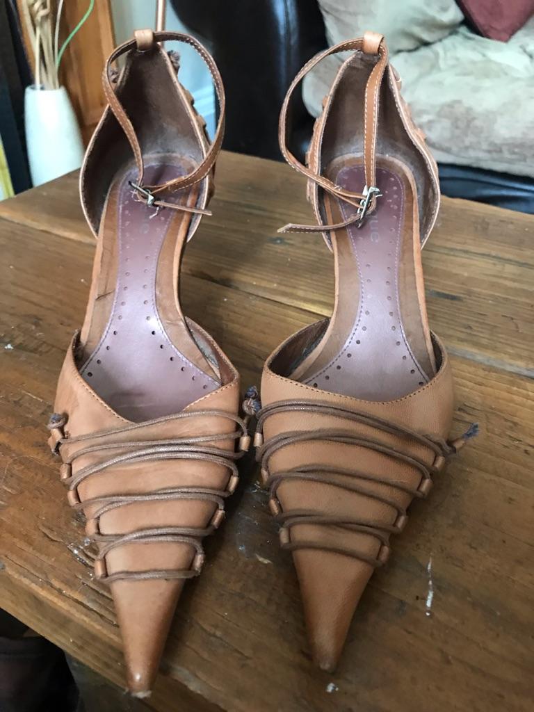 Shoes - size 5