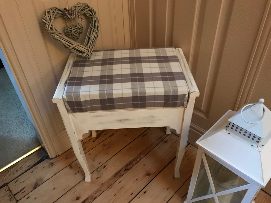 Dressing table stool/piano chair