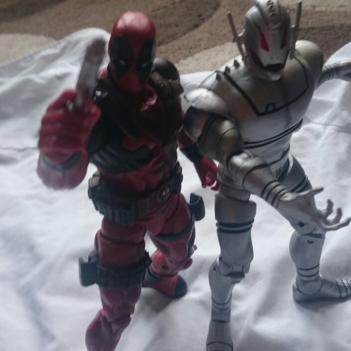 2X LARGE MARVEL SELECT DEADPOOL AND ULTRON FIGURES