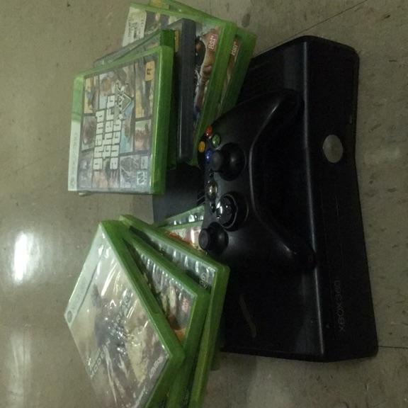 XBox 360 + 10 Games .