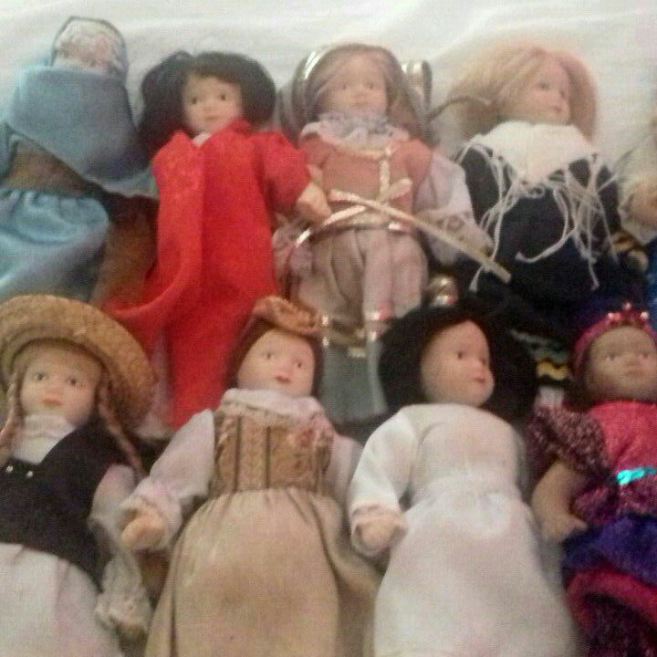 10 antique dolls of the world