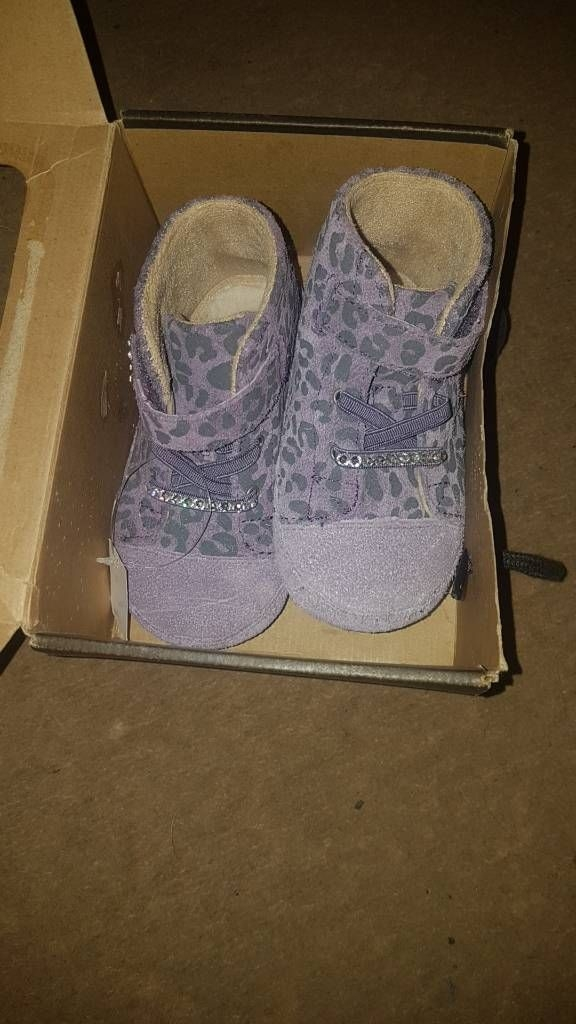 Baby girls ugg boots size 4 brand new in box