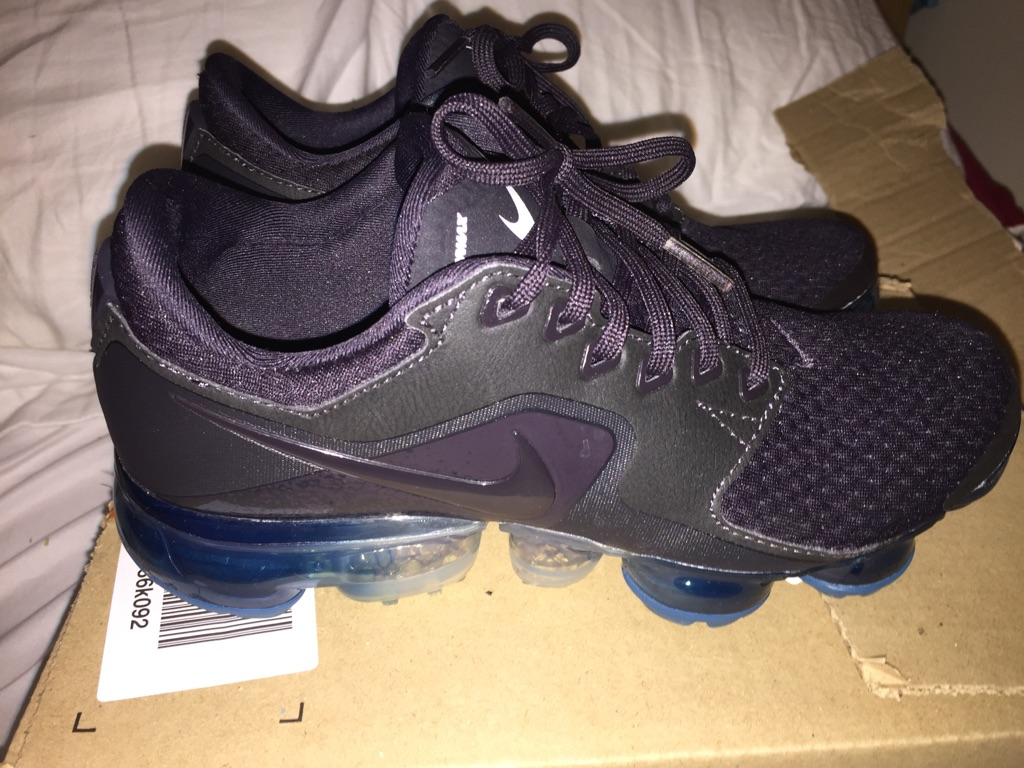 Size 3.5 Nike air vapormax blue