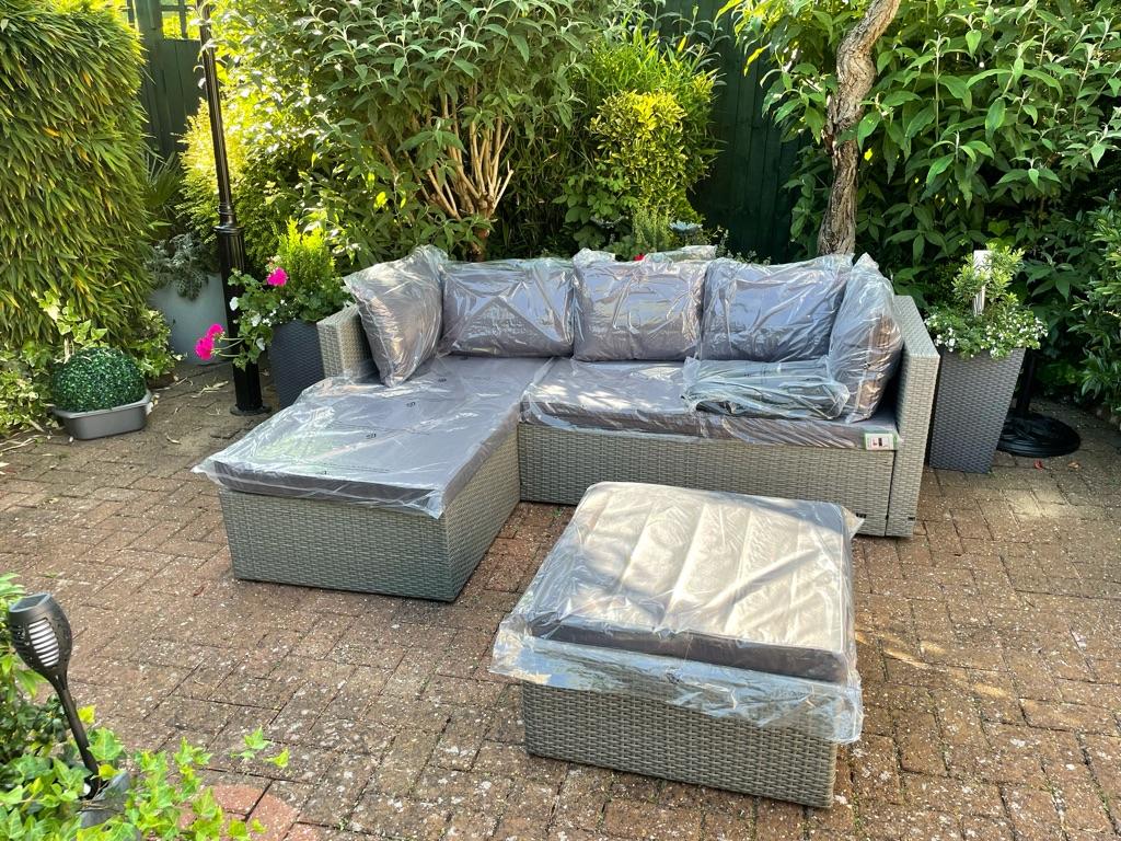 Garden Corner Rattan Sofa + Parasol