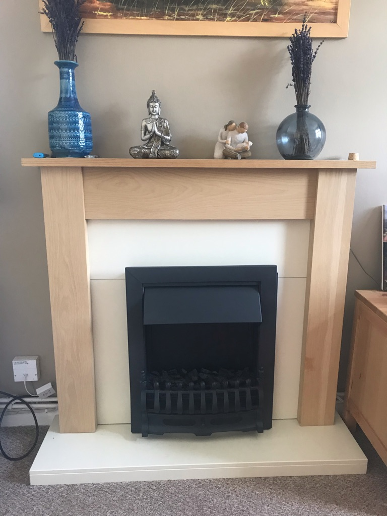 Fireplace suite electric fire