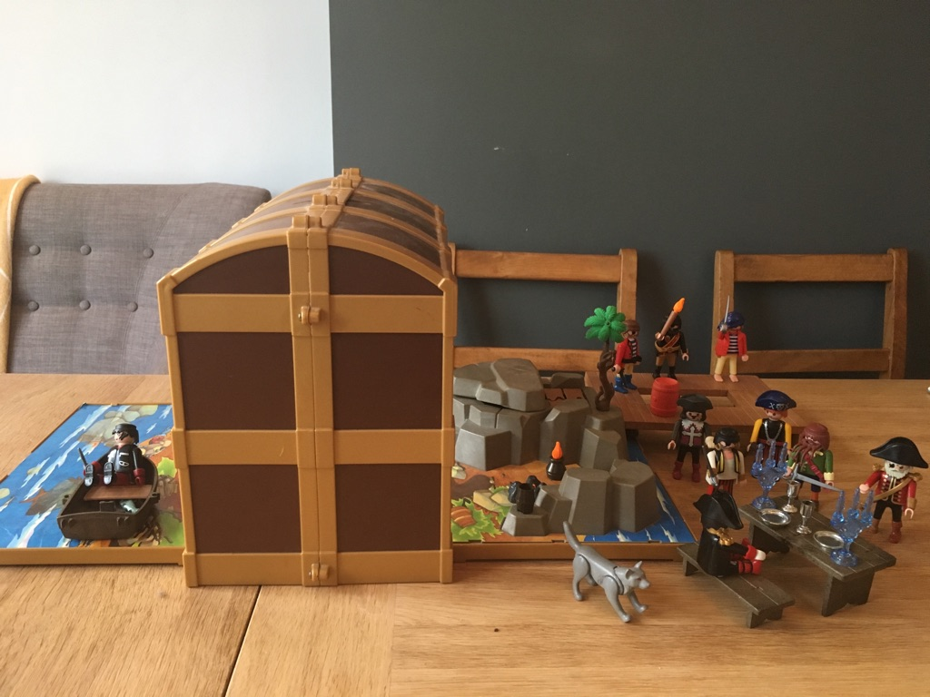 Playmobile foldout pirate treasure chest