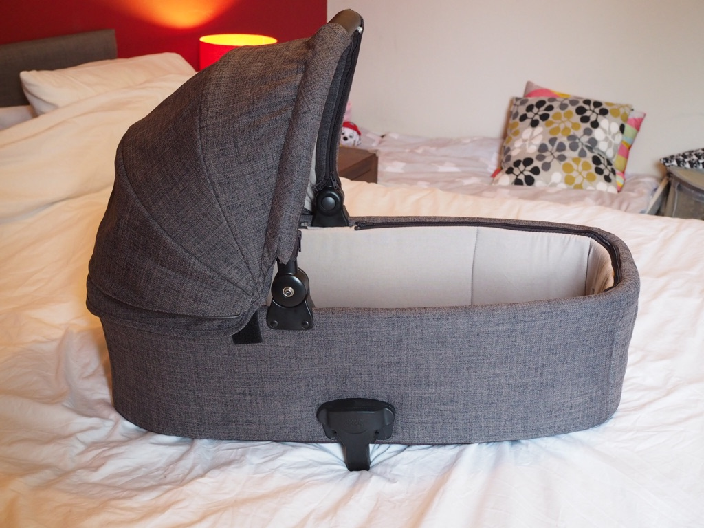 Mamas and Papas Armadillo Flip carrycot