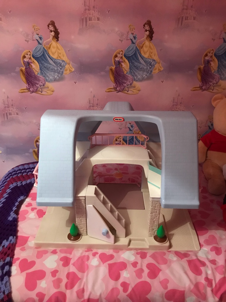 Little tikes doll's house & furniture