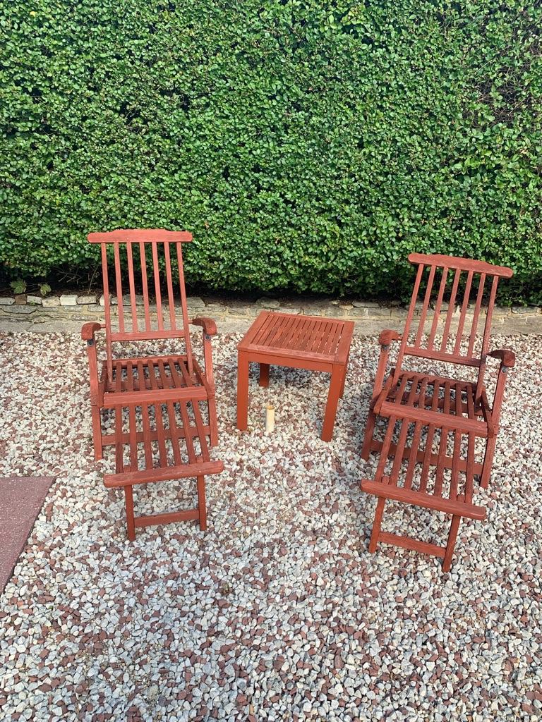 2 wooden sun loungers and table