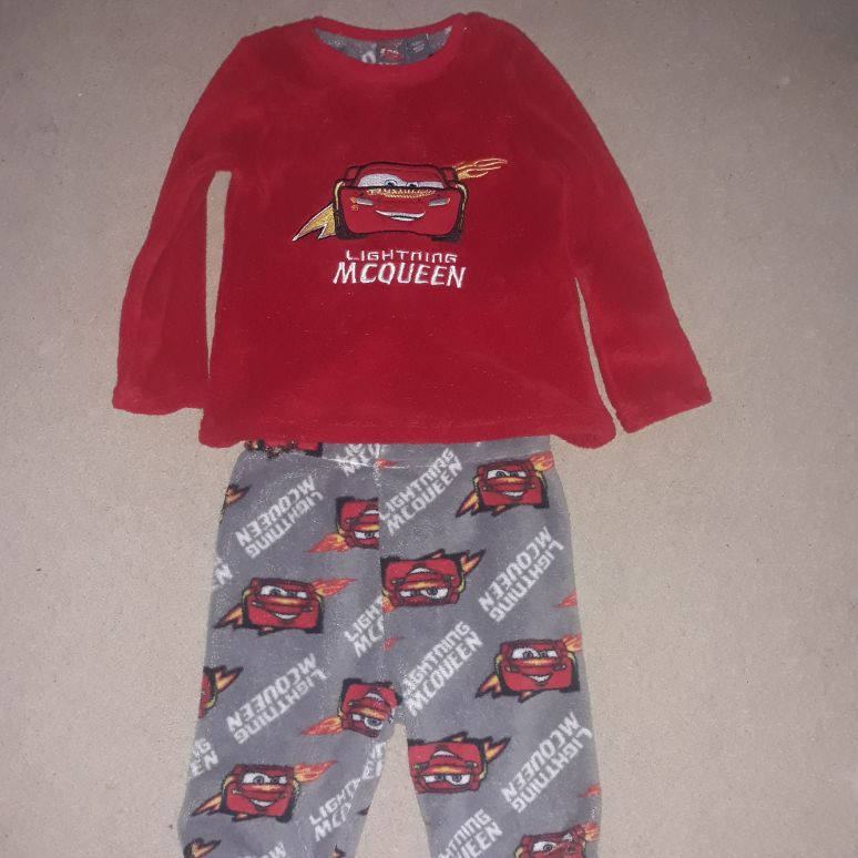 Cars lightening Mcqueen pyjams (4-5yrs)